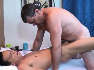 Filipino Twink Masseur Anal Fucked Apart From Daddy